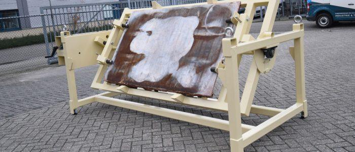 Voor een betonfabriek ontwikkeld product door WTB ingenieursbureau Devoteq, een kar-kantelaar.